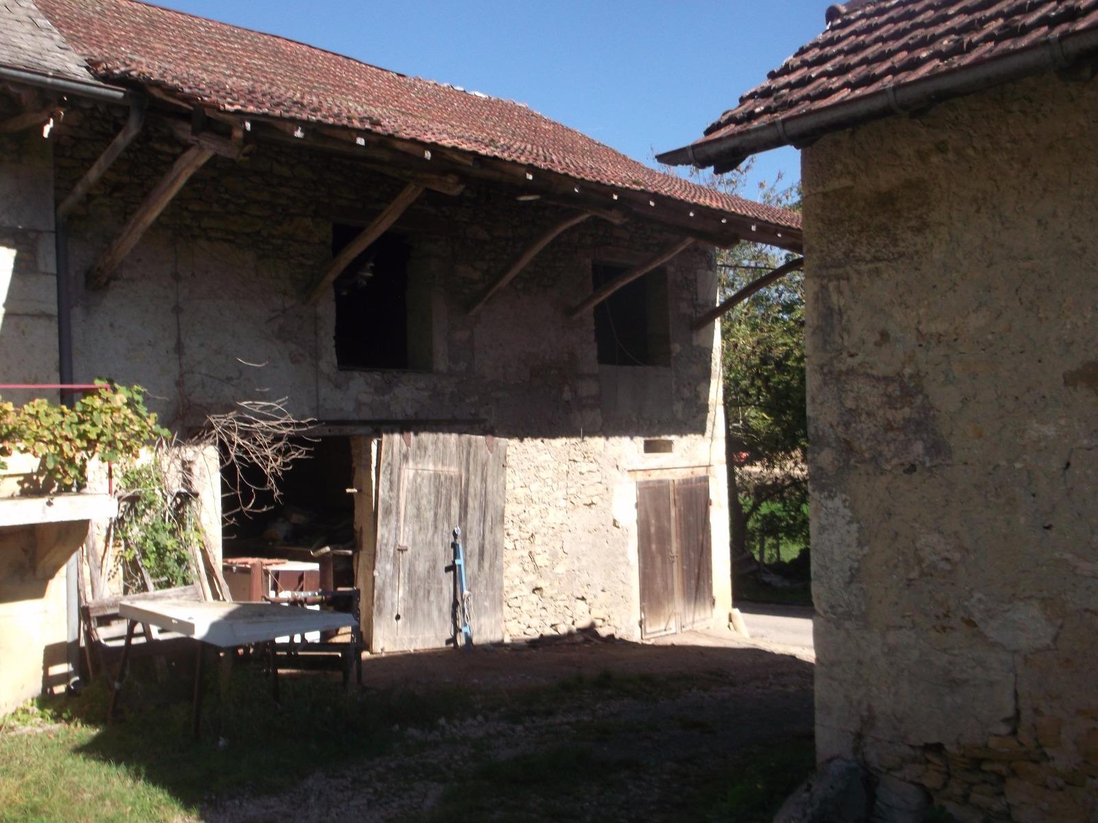 Vente grange mitoyenne avec cour for Garage ad la bresse