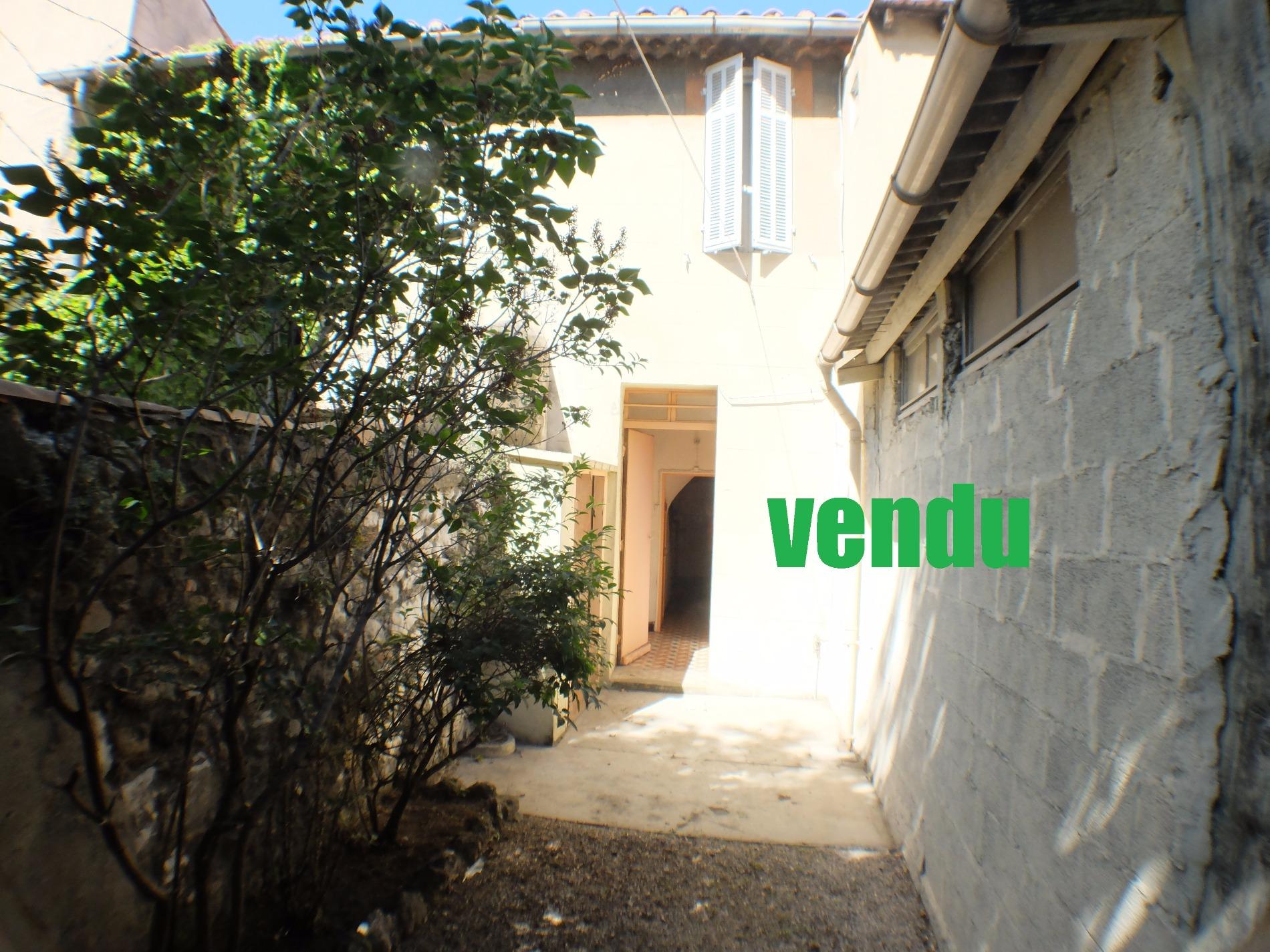 Vente maison de ville avec commerce quartier des crottes for Garage ad la bresse