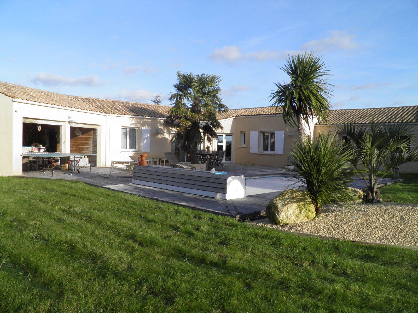 Vente maison de style r tais for Garage ad la rochelle