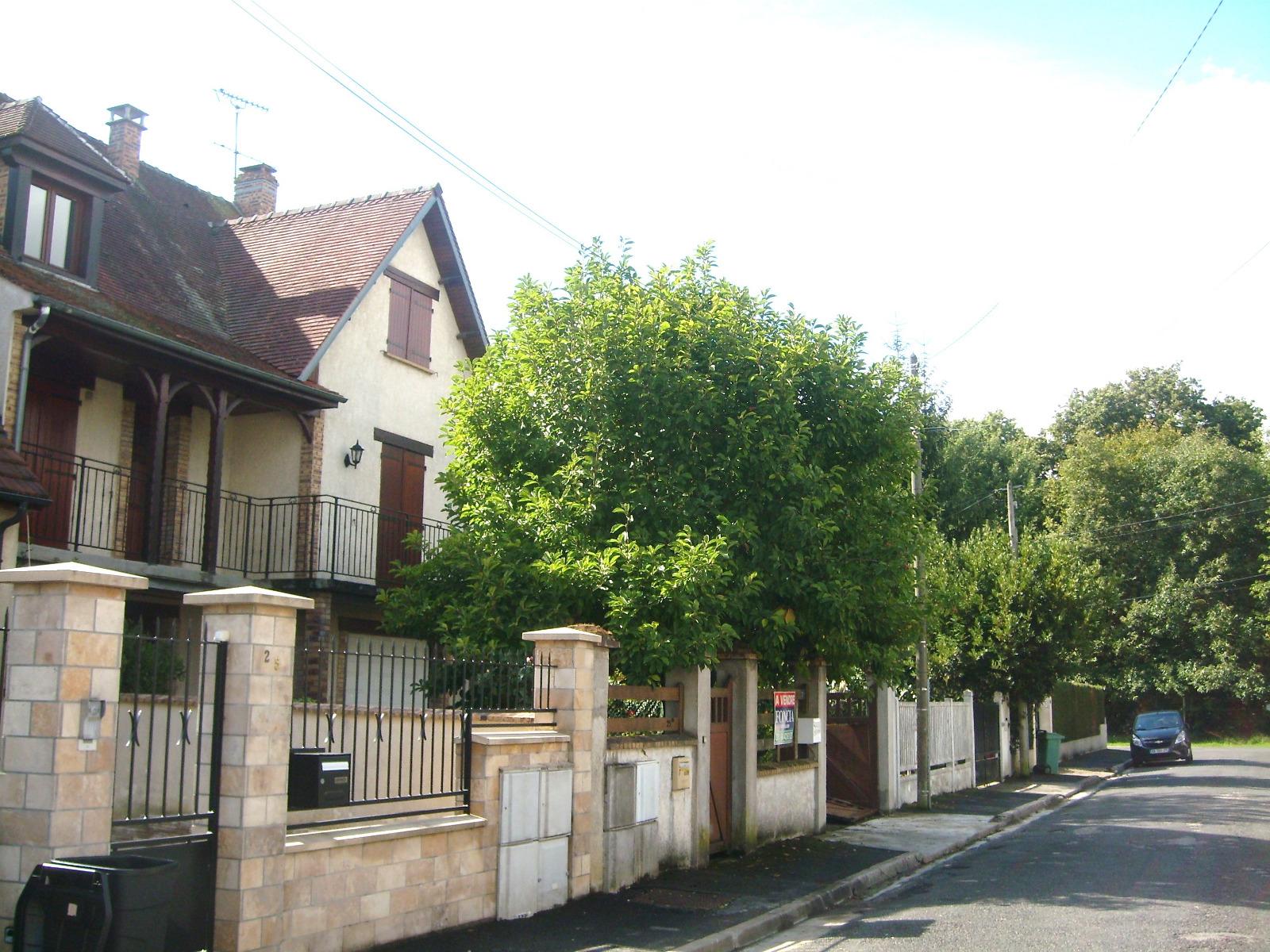Vente maison traditionnelle avec 7 chambres garage et jardin for Garage ad la bresse