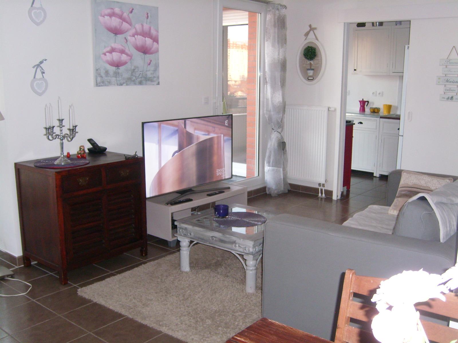 vente appartement f2 avec terrasse et place de parking au sous sol. Black Bedroom Furniture Sets. Home Design Ideas