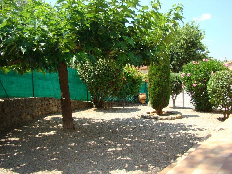 Vente charmante maison au calme belles finitions for Entretien jardin draguignan