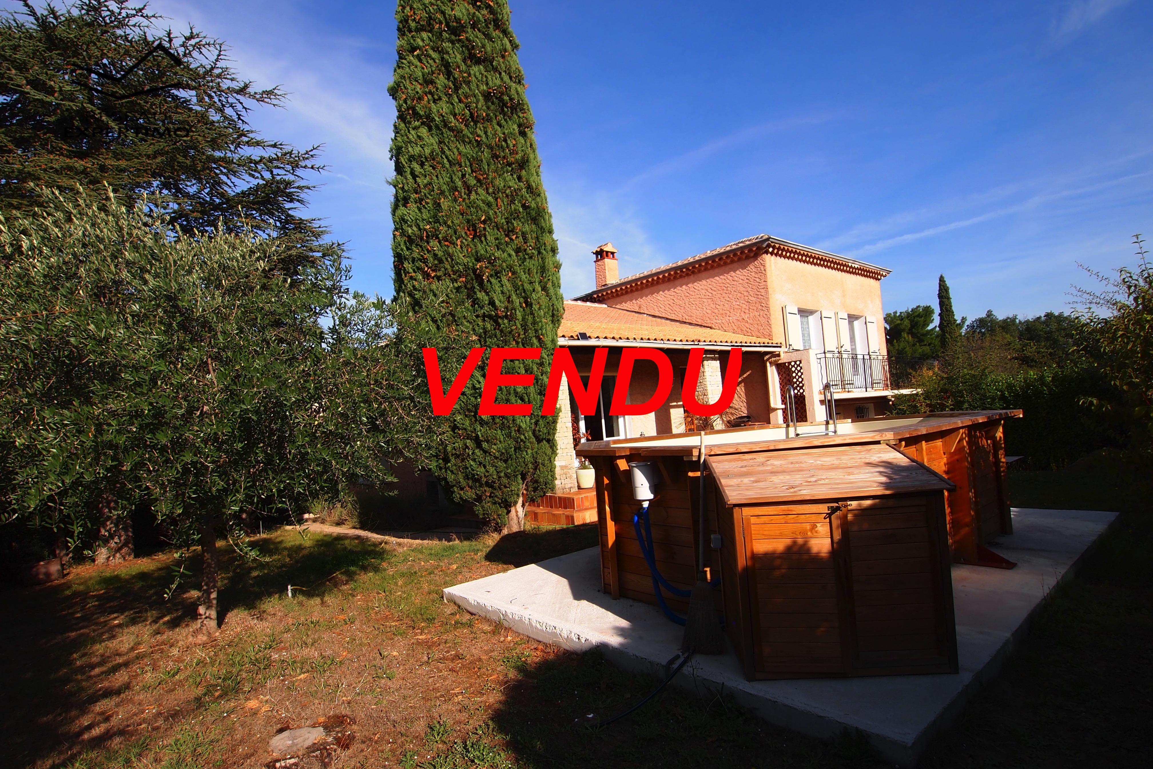 Piscine Hors Sol Portugal vente villa t6 sur terrain plat de 750 m2 avec piscine hors sol.